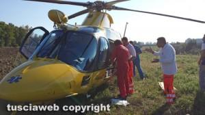 Un intervento degli uomini del 118 con l'elisoccorso
