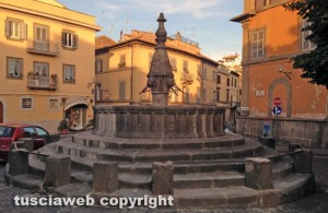 La fontana a piazza san Faustino