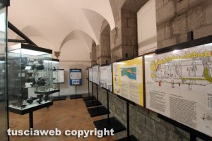 Viterbo - Museo civico - Il ridicolo allestimento nell'area etruschi