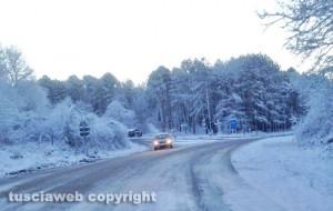 La Cimina con ghiaccio e neve