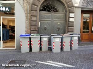 Viterbo - I secchioni della differenziata a Corso Italia