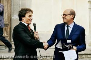 Intellettuali e politici per salvare Civita- Il sindaco Francesco Bigiotti consegna le chiavi della città al presidente Zingaretti