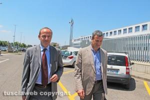 Inchiesta rifiuti - Ernesto Dello Vicario col suo avvocato all'uscita dal tribunale