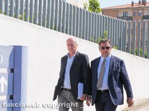 Inchiesta rifiuti - Francesco Bonfiglio (Viterbo Ambiente) col suo avvocato all'uscita dal tribunale