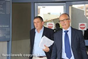 Inchiesta rifiuti - Maurizio Tonnetti (Viterbo Ambiente) col suo avvocato all'uscita dal tribunale