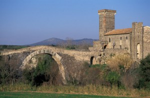Vulci - Il castello e il ponte dell'Abbadia