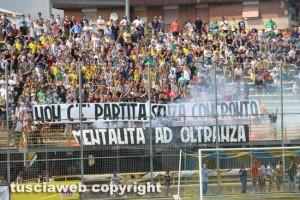 Calcio - Viterbese - La curva gialloblù