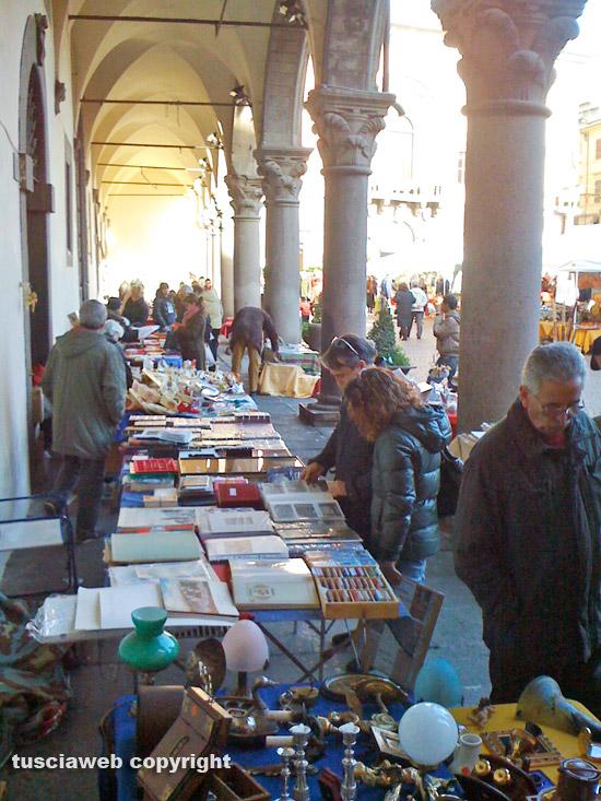 Paperonly arriva il mercatino sotto ai portici di for Siti di antiquariato