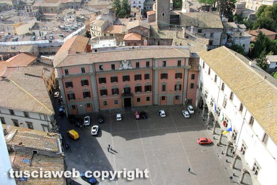 Viterbo - La torre di piazza del comune - La veduta