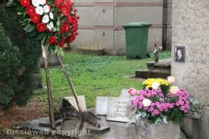 La tomba di Luigi Petroselli