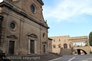 Viterbo - Il duomo e palazzo dei papi