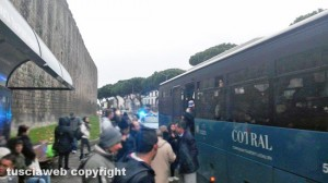 Viterbo - Bus Cotral fermo a piazzale Gramsci