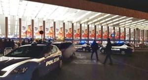 Roma - La polizia setaccia l'area della stazione Termini