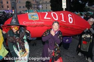 Viterbo - La calza della Befana più lunga del mondo 2016