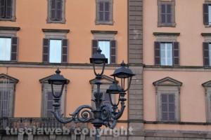 Viterbo - I lampioni ottocenteschi di piazza della Rocca