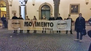 Viterbo - Il flash mob del Movimento 5 stelle a piazza del comune