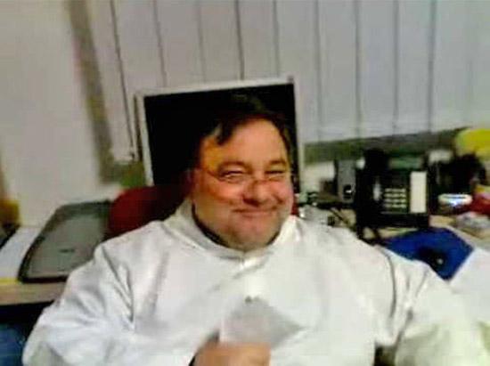 Pedofilia, ex parroco evade da domiciliari in clinica
