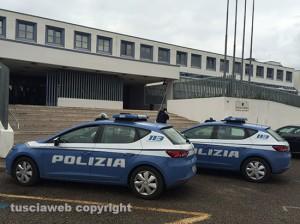 Viterbo - La polizia davanti al tribunale