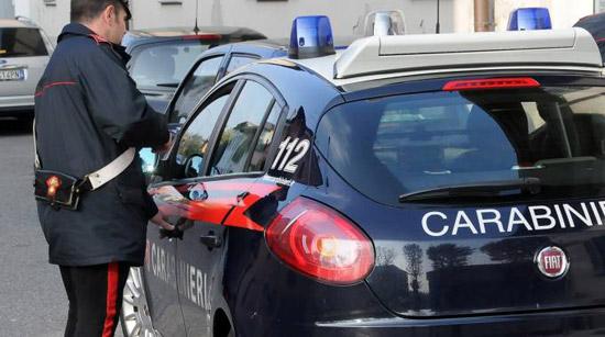 Rapina a Roma, turista aggredito con lo spray urticante