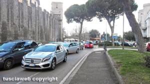 Viterbo - Traffico bloccato a piazzale Gramsci