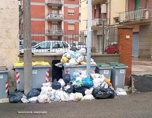 Viterbo - Cumulo di rifiuti in via Caduti sul lavoro