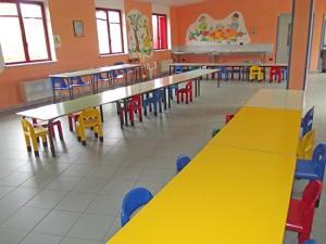 Sedie e banchi nuovi per la scuola for Arredi per scuole