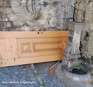 Viterbo - Porta abbandonata in via Valle Cupa