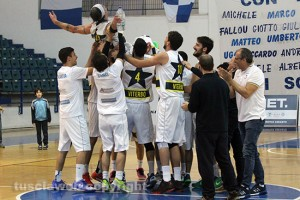 Sport - Basket - Stella azzurra - L'esultanza dopo la salvezza ottenuta