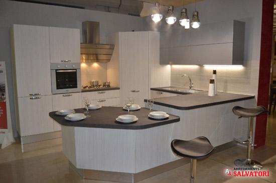 Acquista la tua nuova cucina da arredamenti salvatori - Cucina penisola tavolo ...