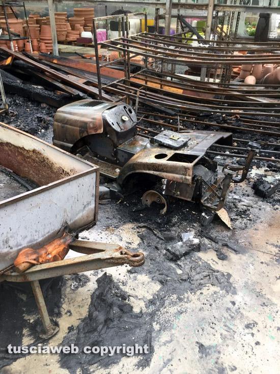 Incendio nella notte distrutto il vivaio paparozzi for Attrezzatura agricola usata lazio