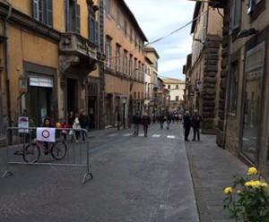 Viterbo - Via Cavour chiusa al traffico