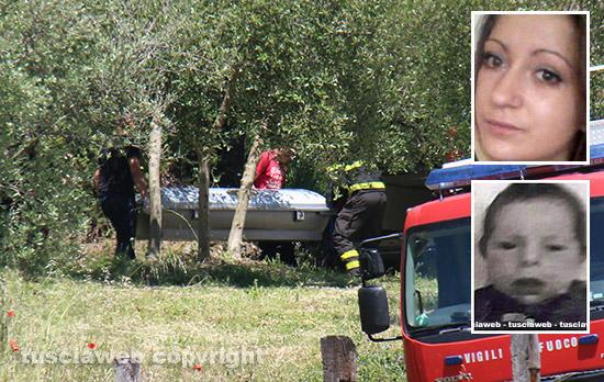 Montefiascone - Madre e figlio morti - Il recupero dei corpi