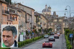 Sport - Motori - La Mille miglia a Ronciglione - Nel riquadro: il sindaco Alessandro Giovagnoli