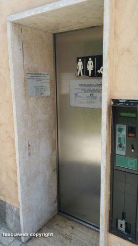 Una bagno chiuso l 39 altro non funzionante - Bagni a pagamento ...