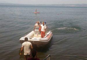 Vigili del fuoco in azione nel lago di Bolsena