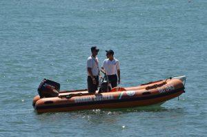 Un gommone della guardia costiera