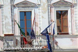 Terremoto nel centro Italia - Civita Castellana - Bandiere a mezz'asta in comune