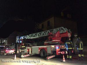 Incendio in una abitazione - L'intervento dei vigili del fuoco - Foto d'archivio