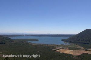 Una panoramica del lago di Vico