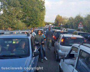 Soriano nel Cimino - Traffico in tilt sulla strada provinciale Sant'Eutizio