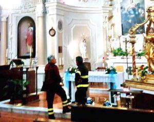 Corchiano - I vigili del fuoco nella chiesa di Santa Maria