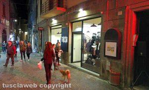 Viterbo - Via Saffi - I nuovi negozi