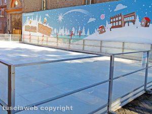 Viterbo - Caffeina Christmas village - Lavori alla pista di pattinaggio