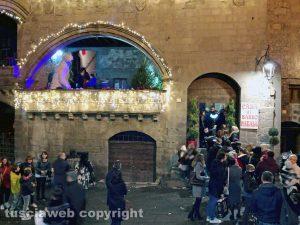 Viterbo - Caffeina Christmas village - Fila alla Casa di Babbo Natale