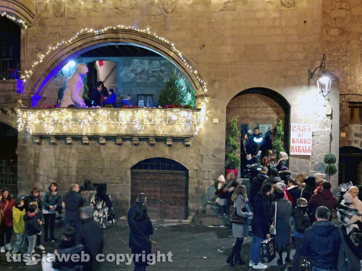 Visitare La Casa Di Babbo Natale.Tutti In Fila Per Visitare La Casa Di Babbo Natale