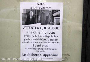 Volantini deturpano il centro storico di Viterbo