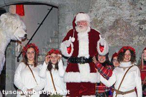 Vierbo - Babbo Natale si affaccia dalla sua casa