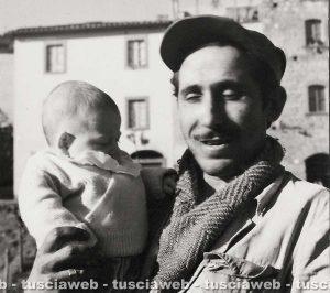 Viterbo - Come eravamo 1953 - Cesare Scorsi in braccio al padre