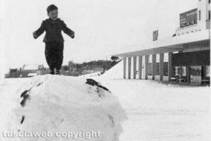 Viterbo - Fausto Pastori durante il Nevone del '56