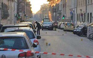 Firenze - Ordigno esplode davanti a una libreria